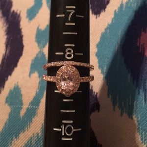 Jewelry - Rose gold oval and single band